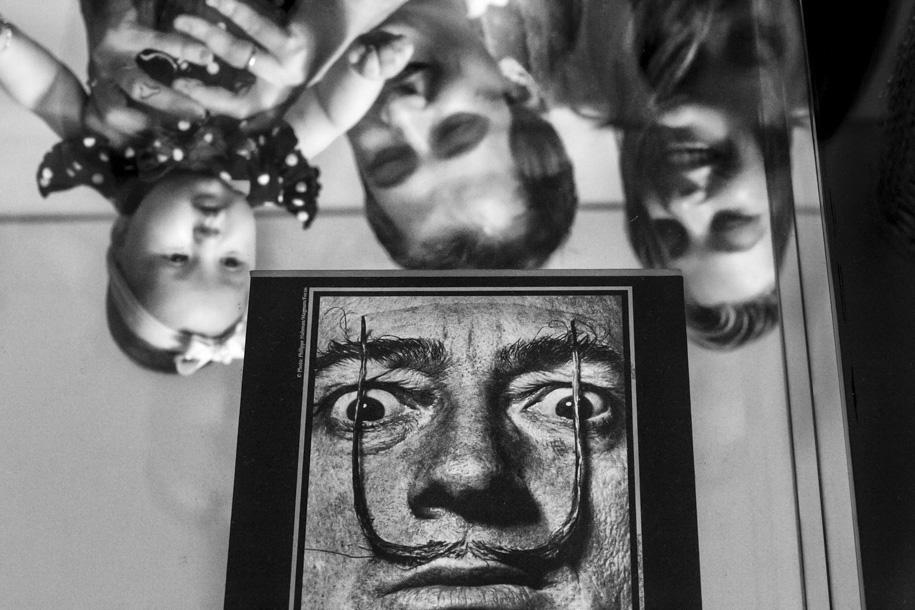 Dicas de fotografia de família - Salvador Dalí - Entregando o ouro